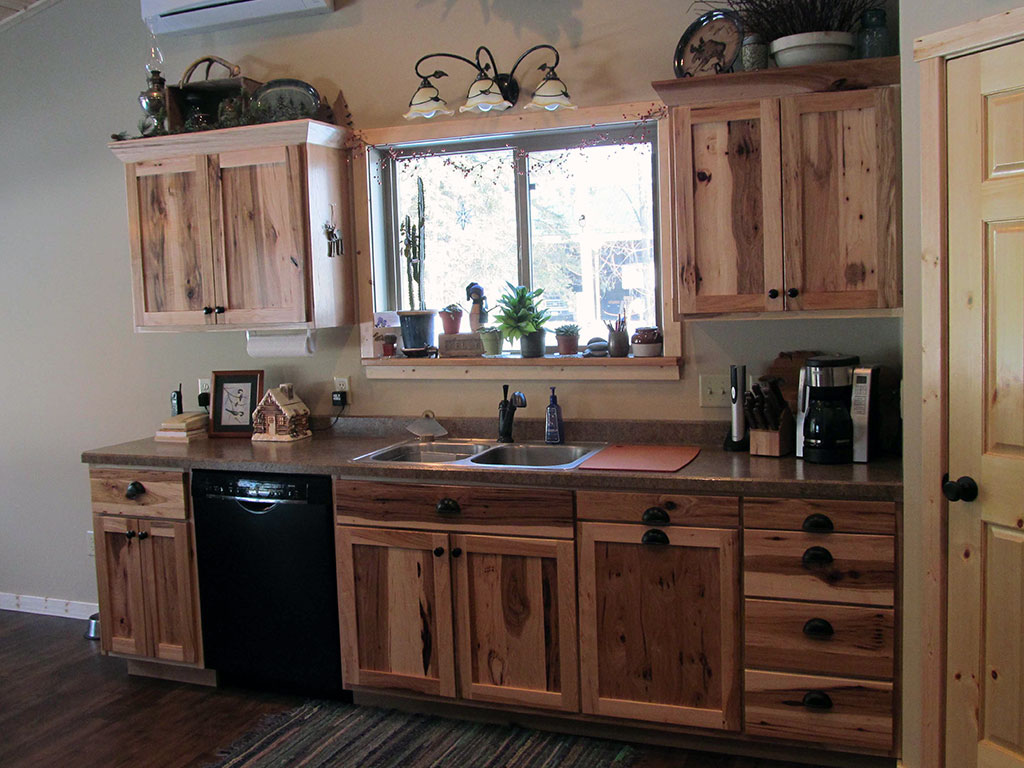 Custom Kitchen Cabinets & Counters